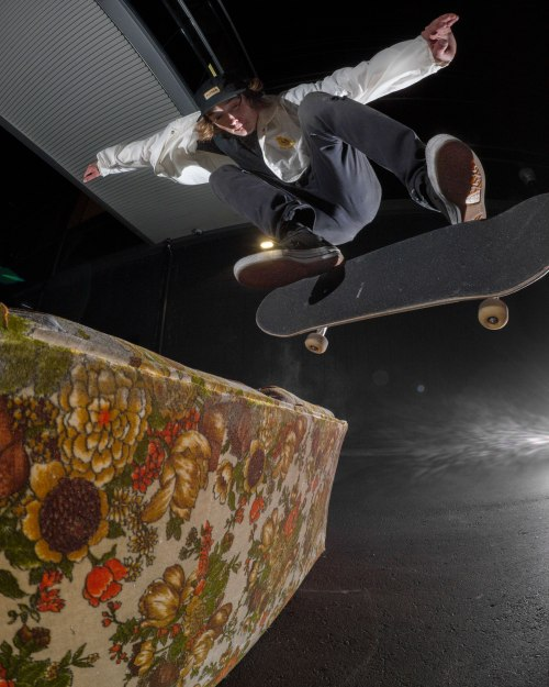 levi-bs-couch-flip